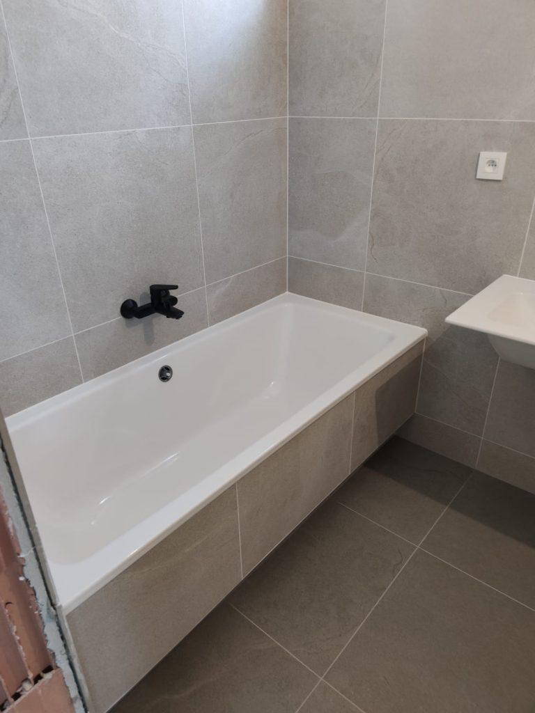obkladanie kúpelne svojpomocne | Levelys